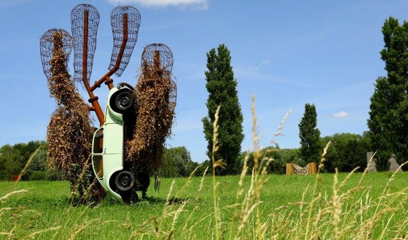 Bijzondere kunst in de Beeldentuin in Midden-Delfland (Foto: Koos Bommelé)