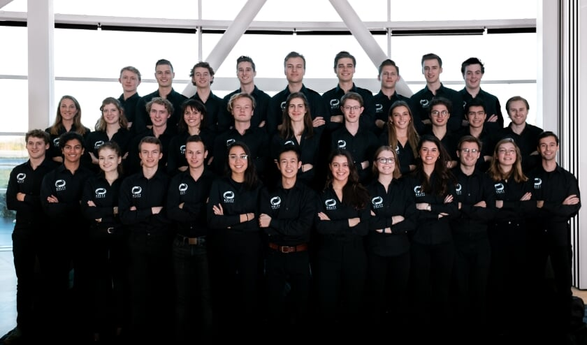 Het team dat zich een jaar lang fulltime heeft ingezet om een prototype van de Hyperloop te bouwen