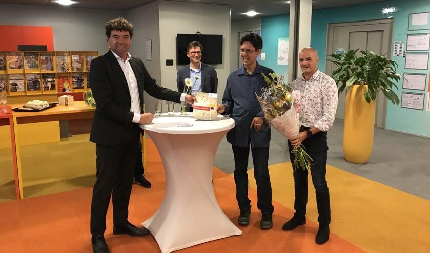 Philip Nijgh, directeur ROC Mondriaan; Stephan Brandligt, wethouder; Michael Koevoet; John Kuijpers, werkbegeleider (Foto: Fred Wosgien)