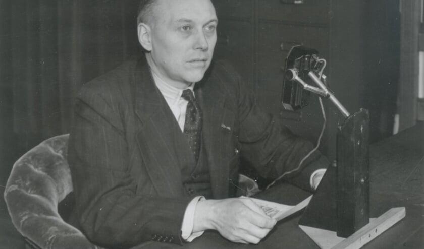 De Delftse hoogleraar Willem Schermerhorn spreekt na zijn aantreden als minister-president het land toe, 1945 (Foto: Van der Reijken, Stadsarchief Delft)