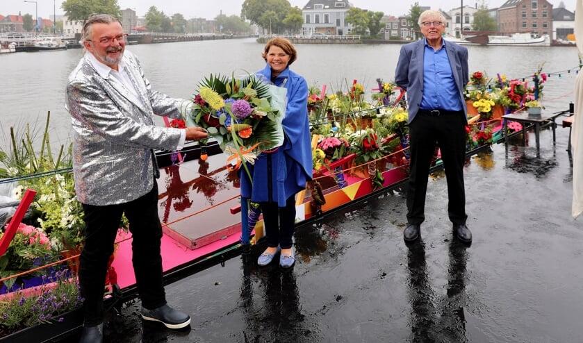 Een beperkte delegatie van het Varend Corso deed Delft aan en Leo Quack mocht daarbij natuurlijk niet ontbreken. (foto: Koos Bommelé)