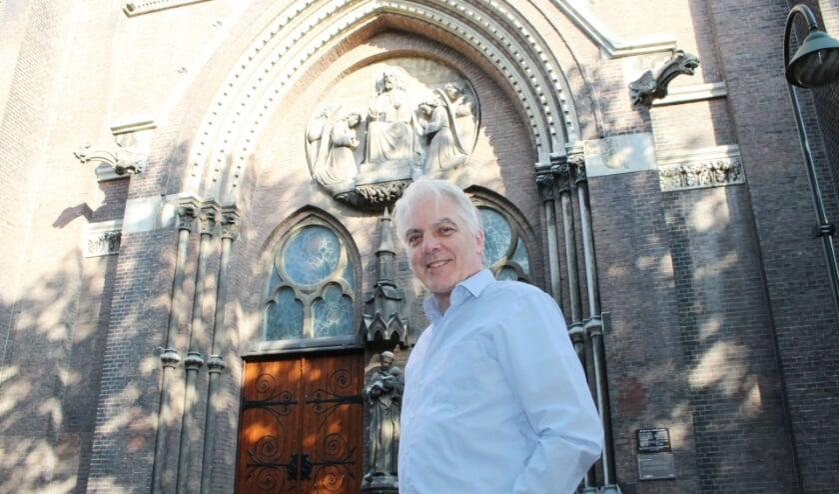 Barry Raaijmakers vertelt graag over de Maria van Jessekerk.