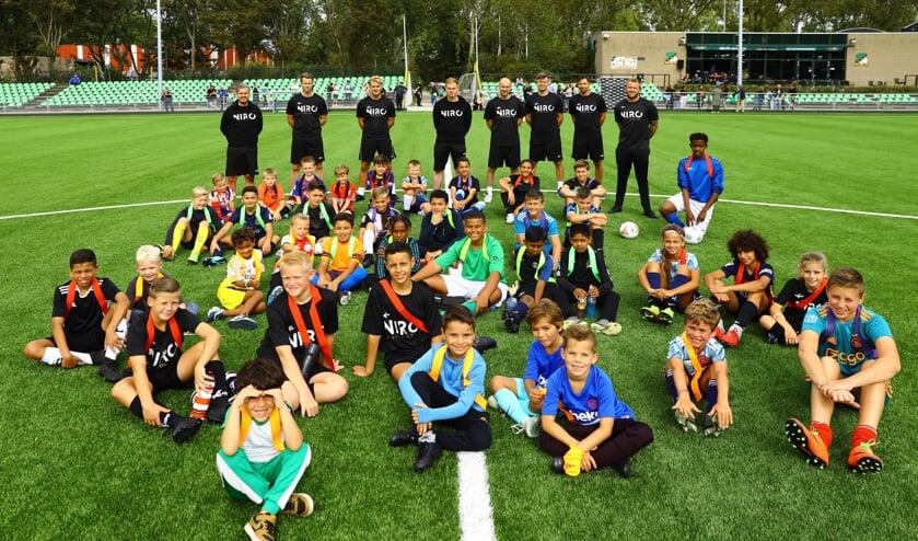 De officiële opening van voetbalschool NIRO was een waar succes (Foto: Koos Bommelé)