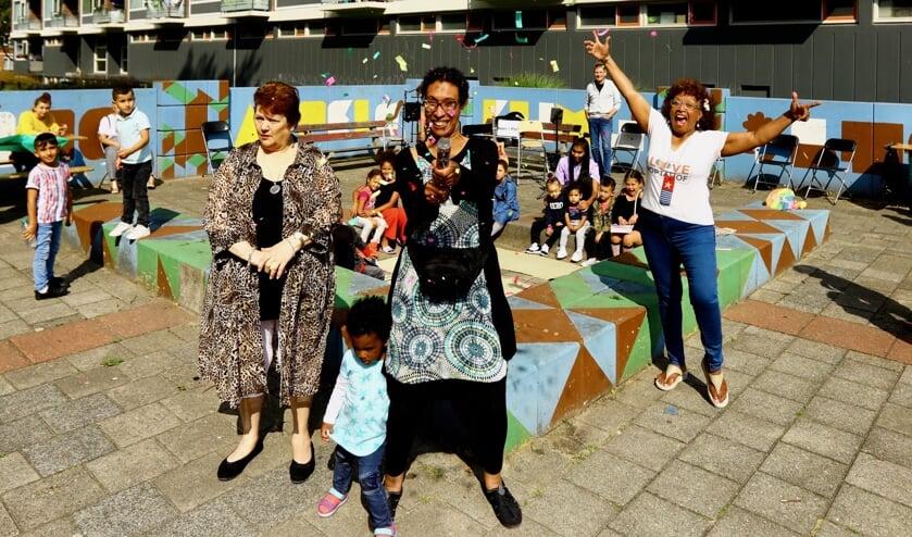 Gerda, Aïsha en Tilly zijn meer dan trots op de succesvolle aftrap van PoptaKids in Action (Foto: Koos Bommelé)