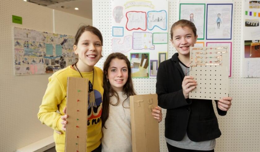 Leerlingen van Het Mozaïek Hof van Delft met hun prototype