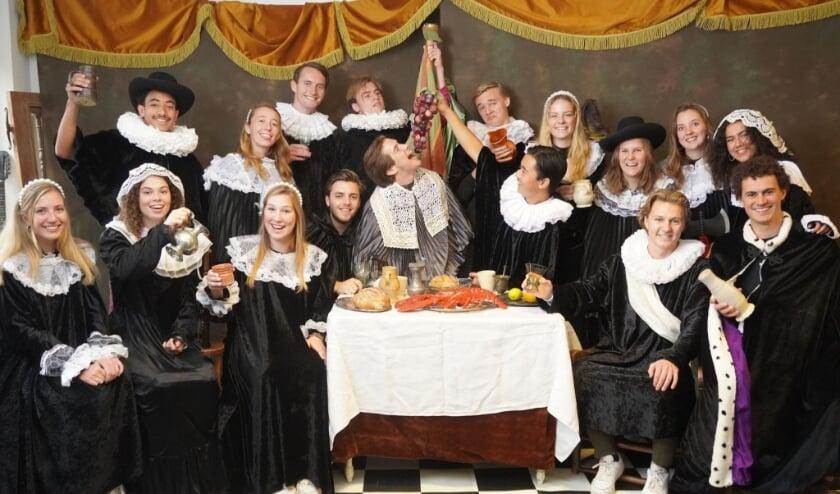 <p>Virgielstudenten als schuttersstuk naar van Mierevelts schuttersstuk (Foto: Barbara van Gelder)&nbsp;</p>