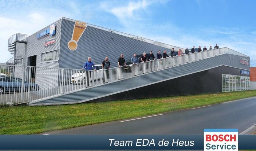 <p>Het team van EDA de Heus bij het nieuwe pand aan de Harnaschdreef 9<br>in Den Hoorn.</p>