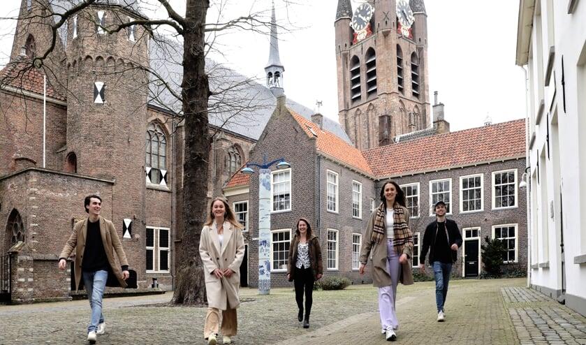 <p>Frederic Loudon, Anne van Laarhoven, Femke Verhoeff, Isa van Tuyll en Jip Nooy van der Kolff<br>(Foto: Koos Bommelé)</p>