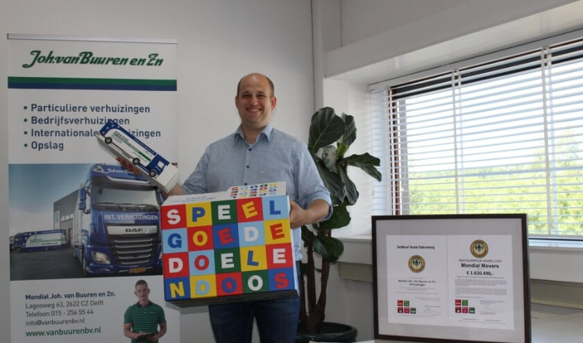 <p>&ldquo;De Speelgoededoelendoos is een initiatief van de Mondial Movers Foundation&rdquo;, vertelt Joshua van Buuren. EvE) </p>