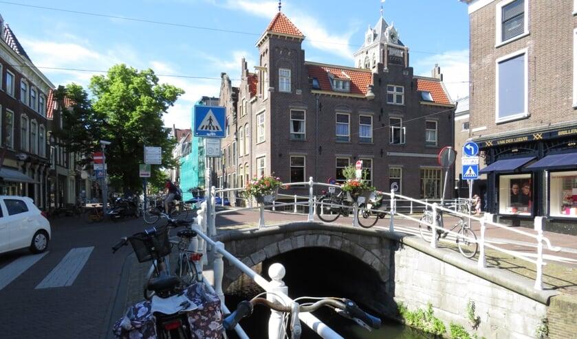 <p>De Tolbrug aan het einde van de Oude Langendijk. Middenstuk van de Rode loper.</p>