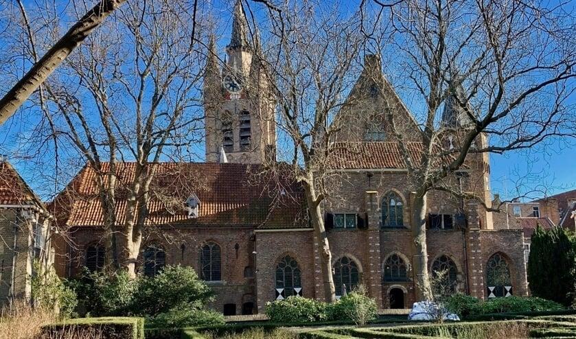 <p>Het Museum Prinsenhof vanuit de tuin.</p>