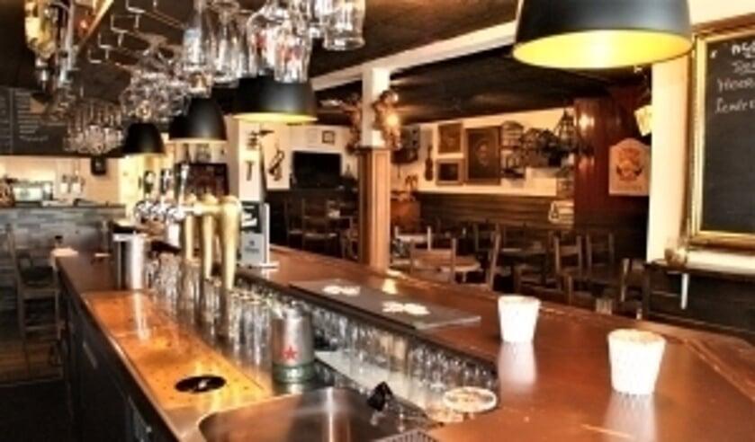 <p>Al jarenlang komen mensen hier om gezellig een drankje te drinken aan de bar of op het terras </p>