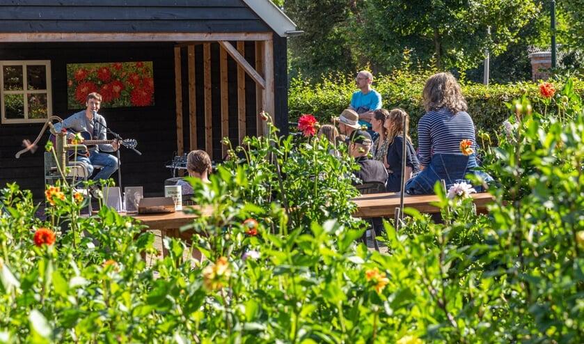 <p>In Delftse tuinen genieten van muziek (Foto: PR/Maarten J. Eykman&nbsp;</p>