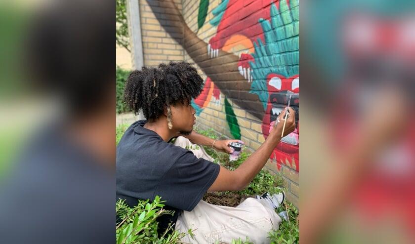 <p>Bewoners namen ook zelf de schilderskwast ter hand. (Foto: PR)&nbsp;</p>