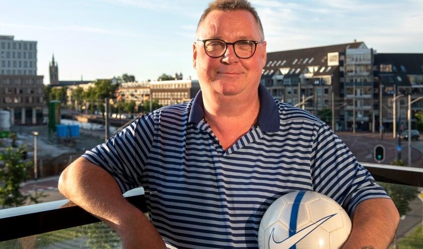 Ton de Rover kijkt met veel plezier terug op zijn voetbaltijd: 'Bij alle Delftse clubs waar ik gespeeld heb was het erg gezellig.' (foto: Roel van Dorsten)