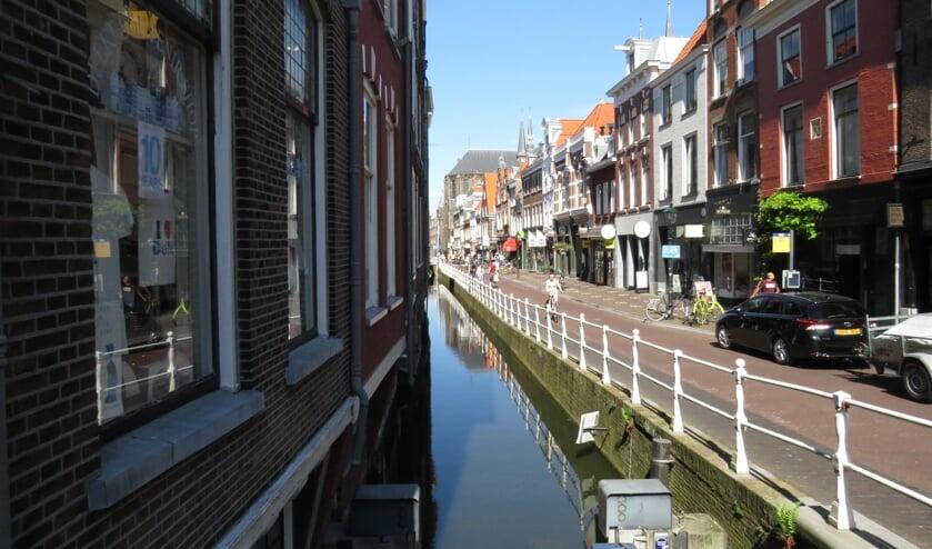 <p>De Oude Langedijk vanaf de zijstraat richting het marktplein. (Foto: Finn Rekveldt)</p>