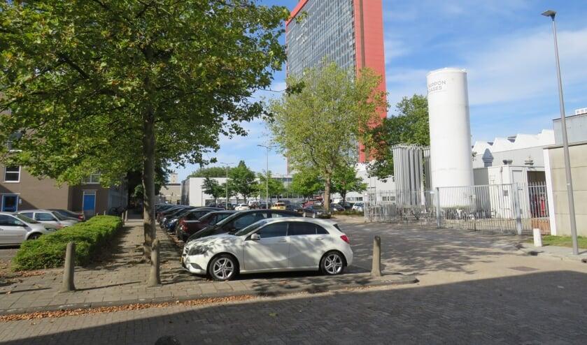 <p>De TU Delft wil ruim 2500 parkeerplaatsen op eigen terrein aan de openbaarheid onttrekken (Foto: Sara Tholenaars)</p>