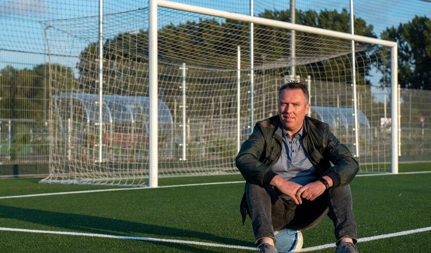 Eric Treling is als medewerker Voetbalontwikkeling bij de KNVB nog dagelijks met voetbal bezig. (foto: Roel van Dorsten)