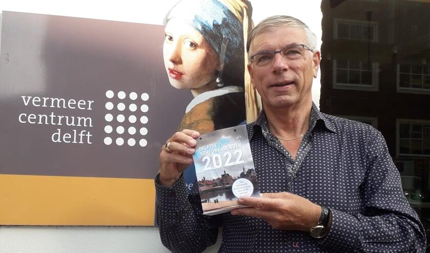 <p>Wim van Leeuwen met de scheurkalender</p>