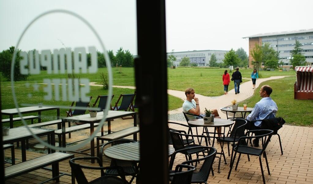Undervisningsminister Prien vil genskabe de fysiske læringsmiljøer på universiteterne, og det skal også være muligt at gå til kurser og på cafe, så det bliver sjovt at gå på universitetet igen.   (Europa-Universität Flensburg)