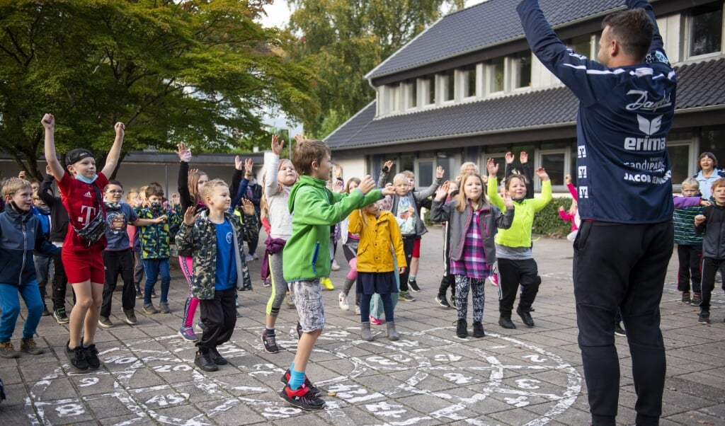 <p>Klik p&aring; billedet for at se flere fotos fra Skolernes Motionsdag p&aring; Kobberm&oslash;lle Danske Skole.&nbsp;</p>  ( Kira Kutscher)
