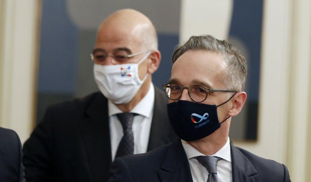 Den græske udenrigsminister Nikos Dendias sammen med sin tyske kollega, Heiko Maas, ved et tidligere møde. Arkivfoto: Thanassis Stavrakis/AP/dpa.  (dpa)