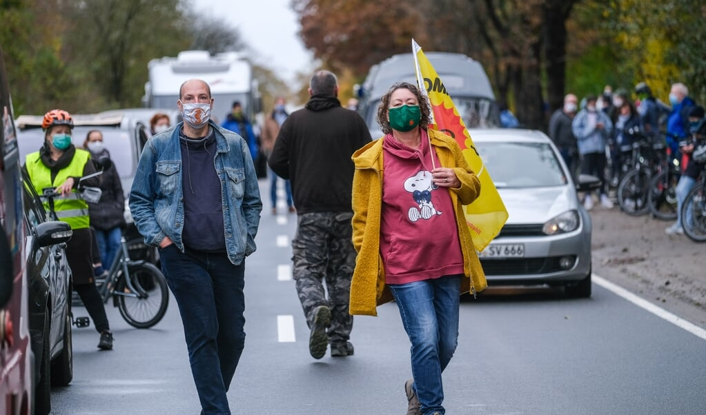 I slutningen af oktober havde hundredevis af borgere samlet sig med biler foran deponiet Balzersen i Harreslev for at demonstrere mod en mulig deponering.  (Arkivfoto: Sven Geißler)