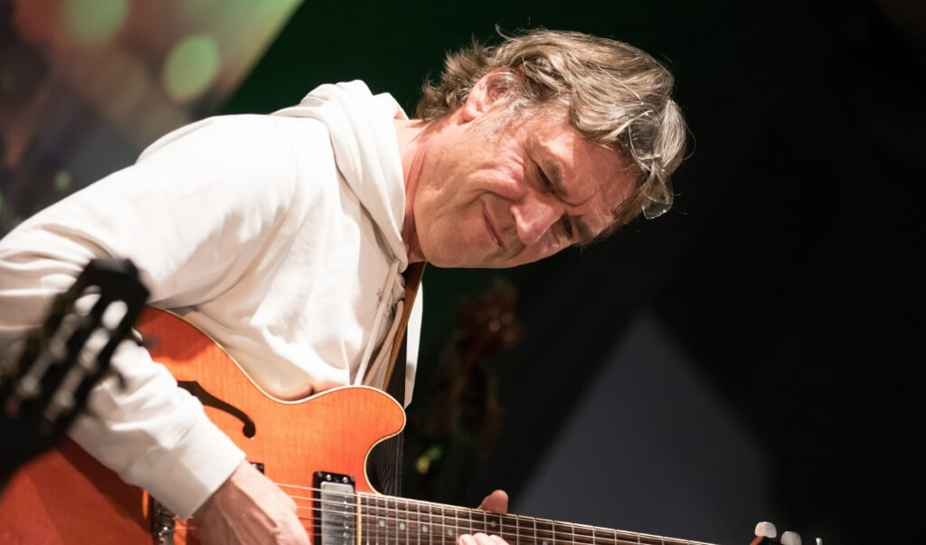 Der Gitarrist Ulf Meyer spielt seit vielen Jahren mit Ulf Meyer zusammen.  Katrin Storsberg  (Katrin Storsberg)