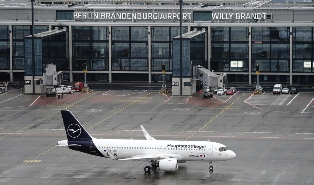 Lørdag kunne de første fly lette og lande i Berlins nye lufthavn, der har været et af de mest kaotiske projekter i nyere tid.  Kay Nietfeld/dpa POOL/dpa.  (dpa)