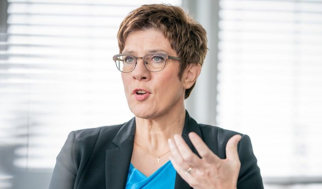 For øjeblikket er der for mange konspirationsteorier i spil i Tyskland, siger Annegret Kramp-Karrenbauer.  Michael Kappeler/dpa.  (dpa)