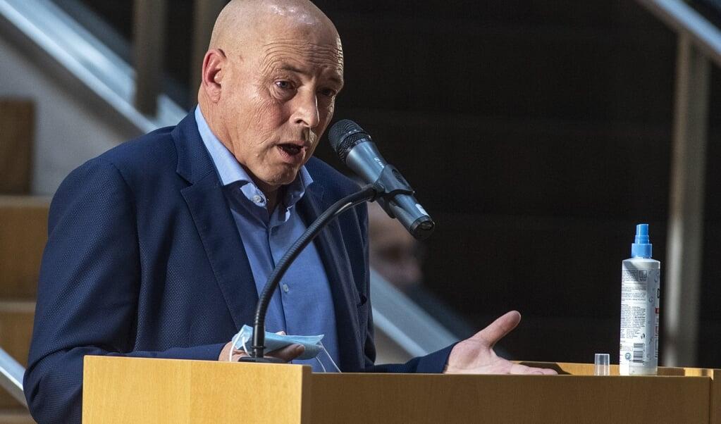<p>- Vi vil ikke have en ja tak-forsamling - vi vil have et valg, forklarer Paul Salwik, at han stillede op til formandsvalget i Skoleforeningen.</p>  ( Tim Riediger)