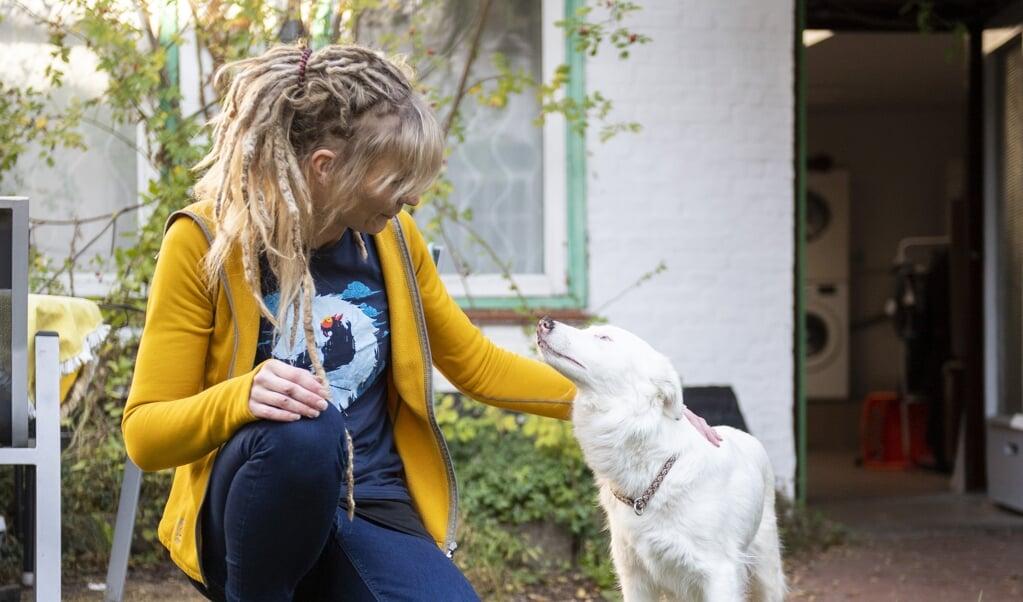 Astrid Kentrat fandt sin hund på Ebay Kleinanzeigen og fandt først senere ud af, at hunden både er døv og blind og oven i købet var drægtig.   ( Kira Kutscher)