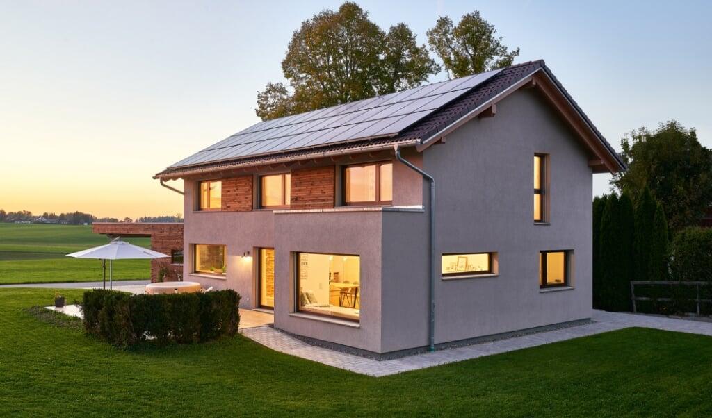 Ein energieeffizientes Fertighaus bietet Unabhängigkeit und Zukunftssicherheit.  BDF/WeberHaus  ( BDF/WeberHaus)