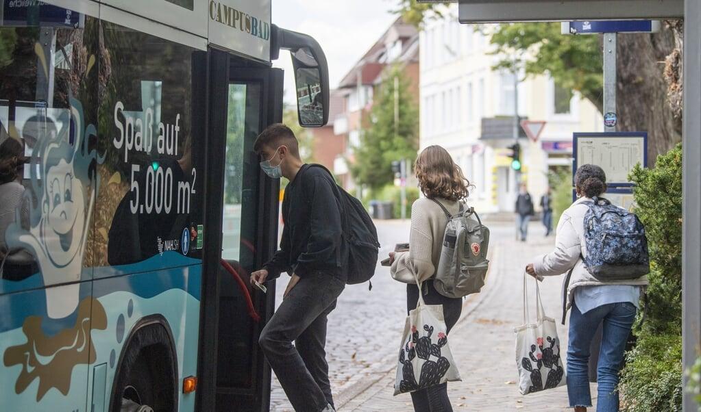 I den nærmeste fremtid kommer der smart-busser i Sønder Brarup. Det er busser, der henter og bringer på bestilling. Ordningen skal nedsætte det høje antal af tommer busser, der kører rundt i kommunen. Initiativet er en del af Smart City-projektet, der bliver gennemført over de næste ti år i kommunen.    (Kira Kutscher)