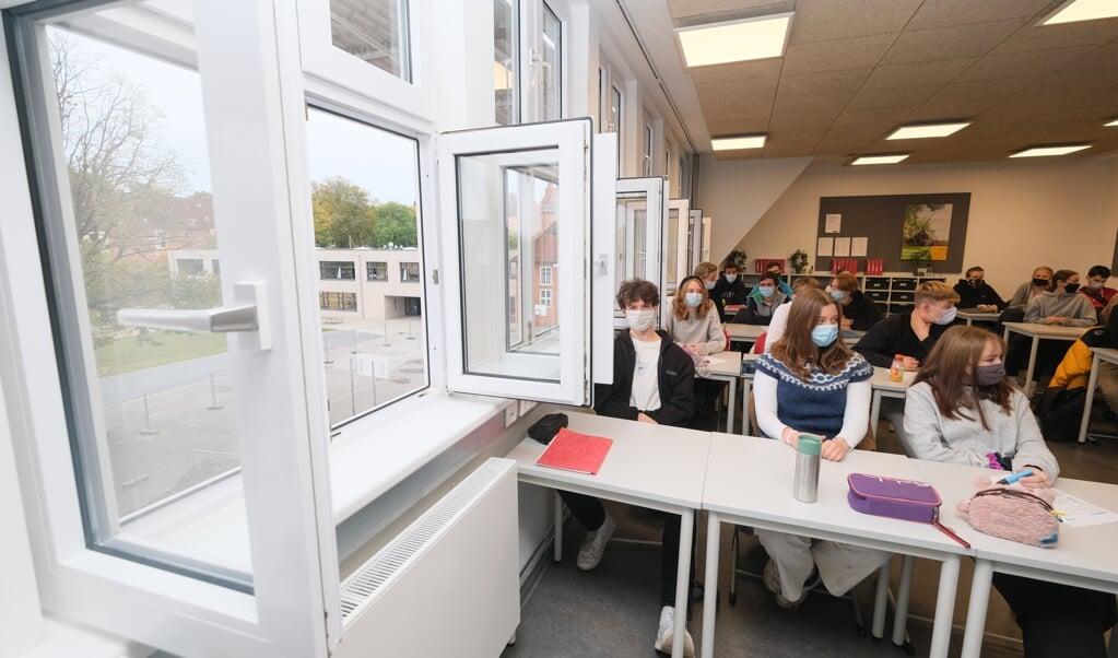 I 10. a på Gustav Johannsen-Skolen i Flensborg står vinduerne på vid gab hvert 20. minut.  Sebastian Iwersen  (Sebastian Iwersen)