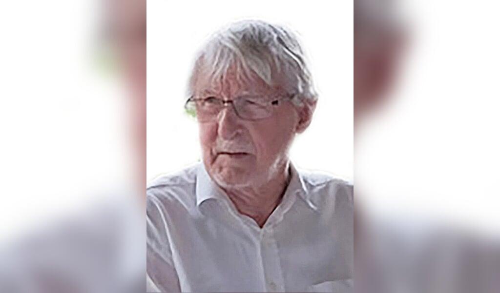 Aage Jørgensen er dansk litteraturhistoriker og forfatter, cand.art. i dansk og litteraturhistorie fra Aarhus Universitet i 1966. Derefter ansat på Aarhus Universitet fra 1967 til 1975. 1975-2002 var han ansat på Langkær Gymnasium som lektor.  (Privat)