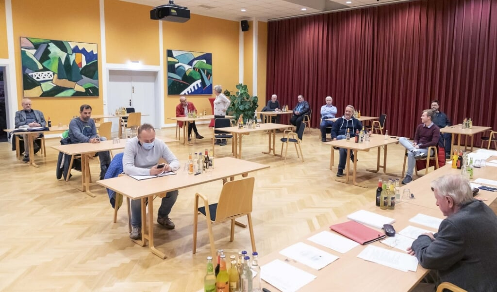 Der var god afstand mellem bordene under generalforsamlingen. Fotos: Lars Salomonsen  (Lars Salomonsen.)