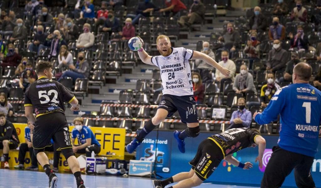 Weitere Termine stehen für Jim Gottfridsson (Mitte) und die SG Flensburg-Handewitt in der Bundesliga fest.  ( Lars Salomonsen)