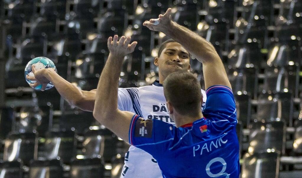 SG-Trainer Maik Machulla wünscht sich mehr Mut von Mads Mensah Larsen in den Zweikämpfen. Am liebsten schon gegen den TVB Stuttgart.  ( Lars Salomonsen)