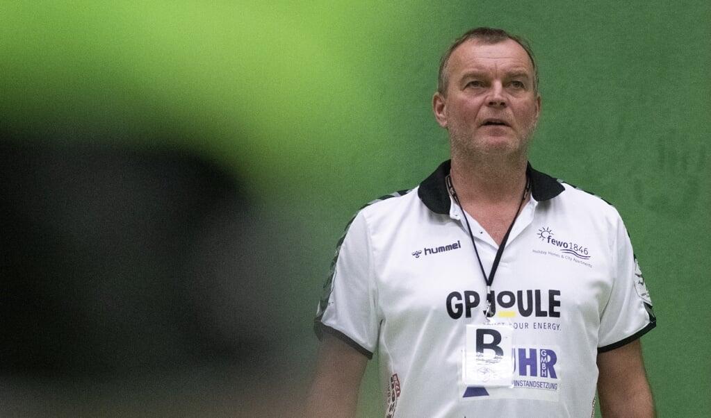 Trainer Olaf Rogge und die Handballerinnen des TSV Nord Harrislee erlebten eine rabenschwarze erste Halbzeit beim BSV Sachsen Zwickau.  ( Tim Riediger)