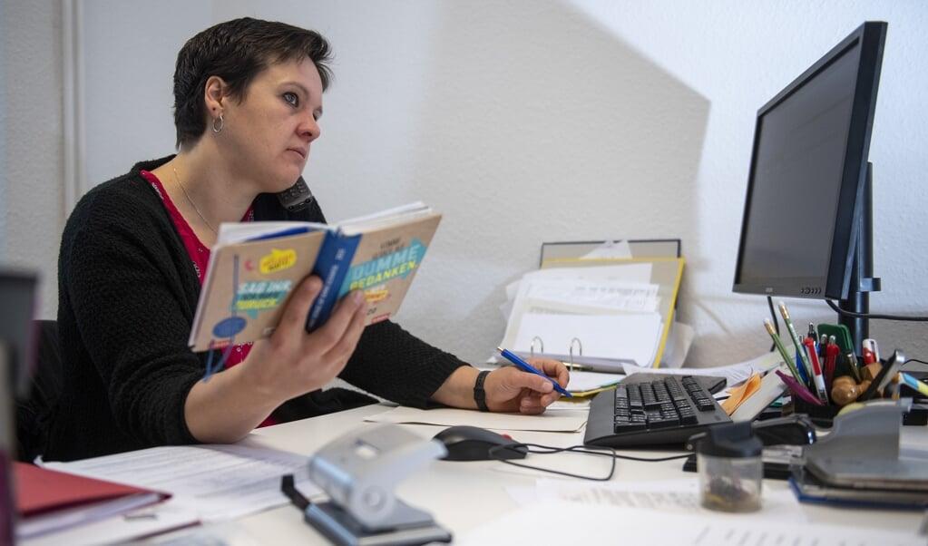 Kerstin Pauls er kontorassistent for SSF Ejdersted - og meget mere end det.  ( Kira Kutscher)