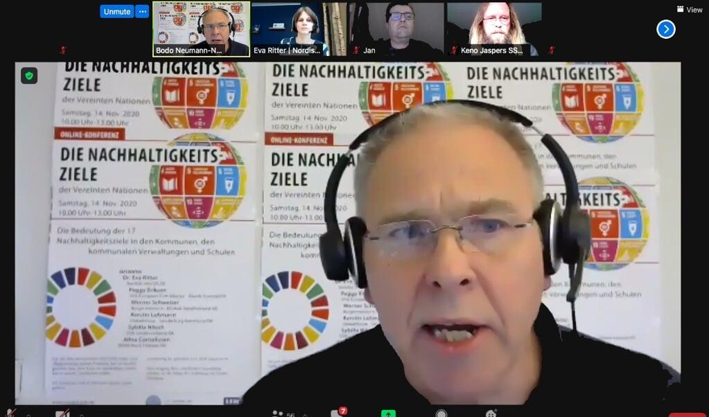 Bodo Neumann-Nee, fra SSW landsorganisation, hilste deltagere i konferencen om FNs bæredygtighedsmål og kommuner digital velkommen.  (Screenshot)