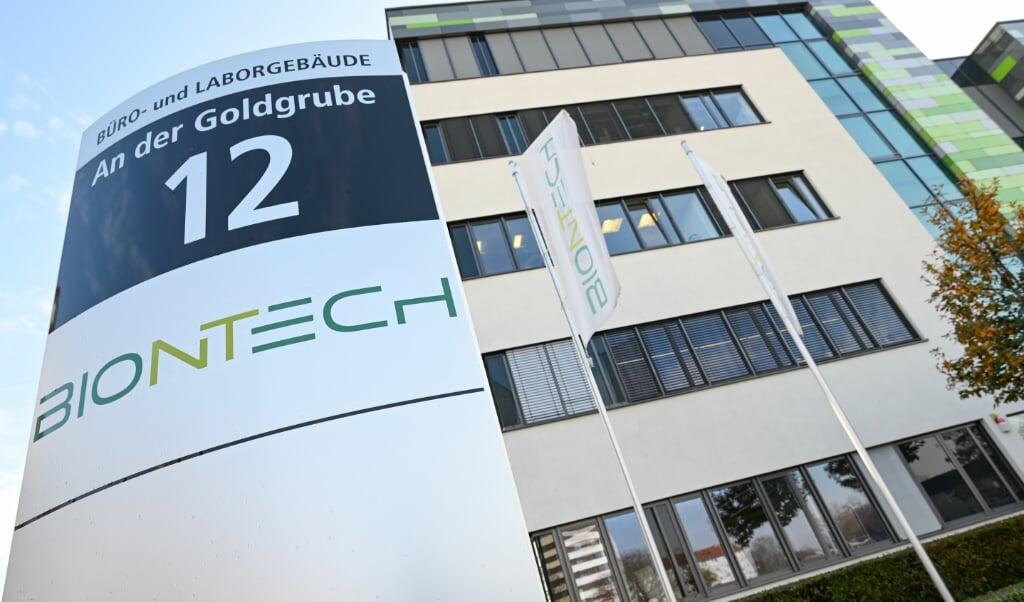 Undersøgelser tyder på, at den nye vaccine fra den tyske virksomhed Biontech yder en beskyttelse på godt 90 procent og ikke har alvorlige bivirkninger.  Arne Dedert/dpa.  (dpa)