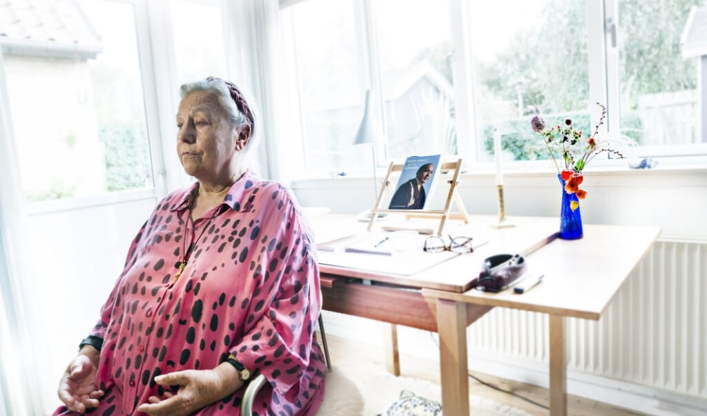 Sydslesvigeren Gelogma Palmo er en af Danmarks mest højtstående buddhistiske lamaer - uddannet i Tibet med over ti års stilleretræte bag sig. Nu er hun pensionist og bor i Tilst. Hendes tyske fødenavn er Waltraut Küssner. Hun er søster til de kendte sydslesvigere Rolf og Dieter Küssner.   ( Niels Åge Skovbo)