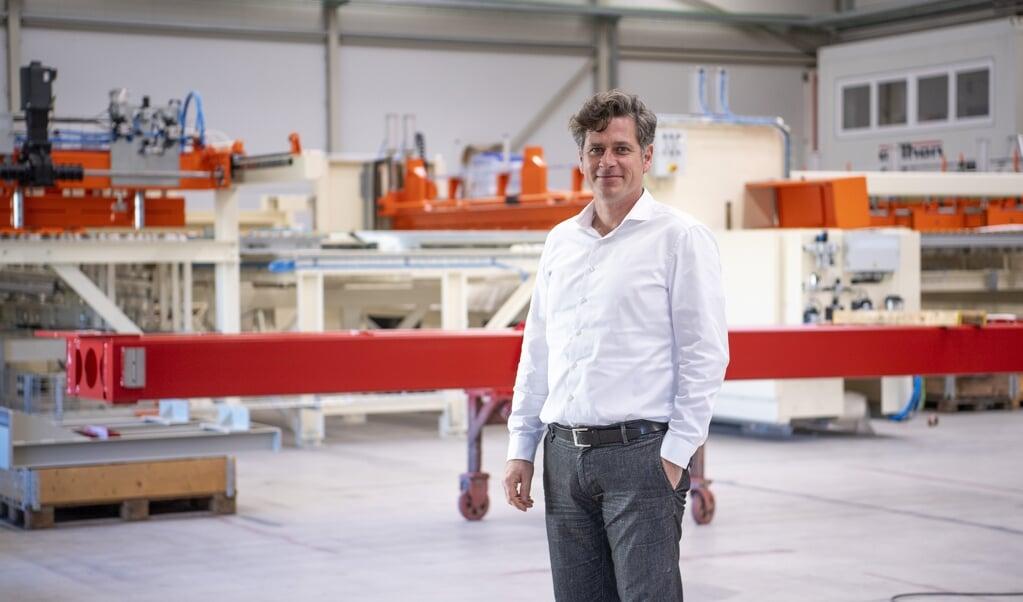 Virksomheden Anthon drives af familien Lange, far Klaus Lange og sønnen Ove Lange, der ses på billedet. Firmaets stifter Johann Anthon har lagt navn til den virksomhed, der i dag leverer avancerede produktionsanlæg til kunder som Ikea.  ( Kira Kutscher)