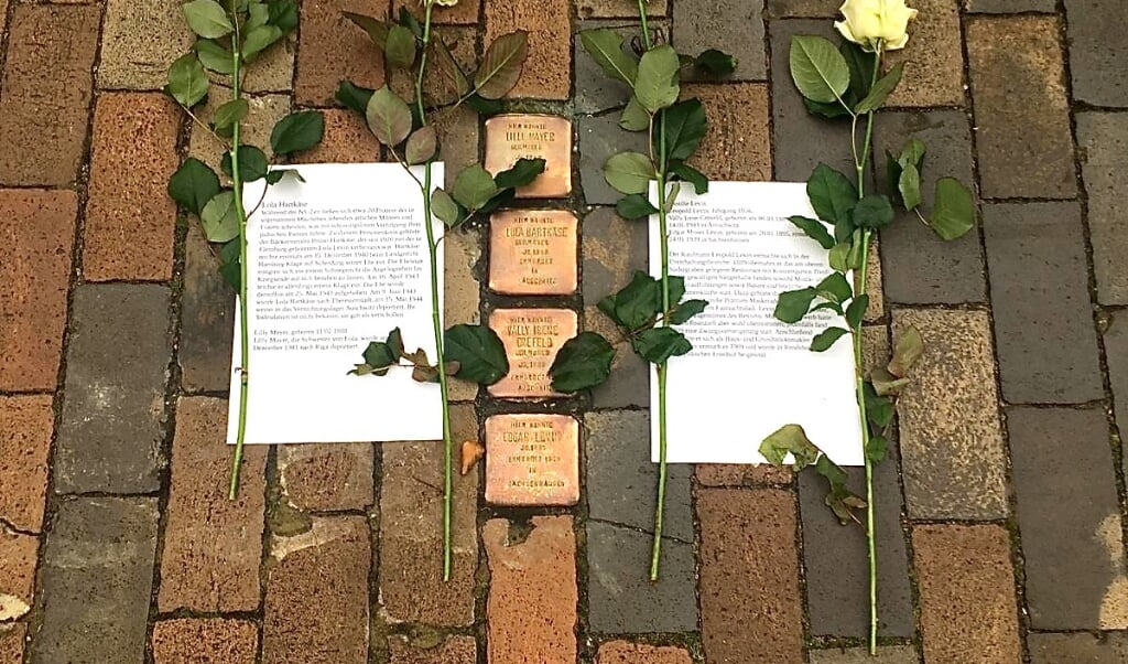 Disse fire snublesten minder om familien Levin. Leopold Levin ejede i en periode restauranten Tivoli i Søndergravene (Südergraben), men døde allerede i 1909, kun 54 år gammel. Hans slægtninge blev til gengæld myrdet af nazisterne.  Privat  (Privat)
