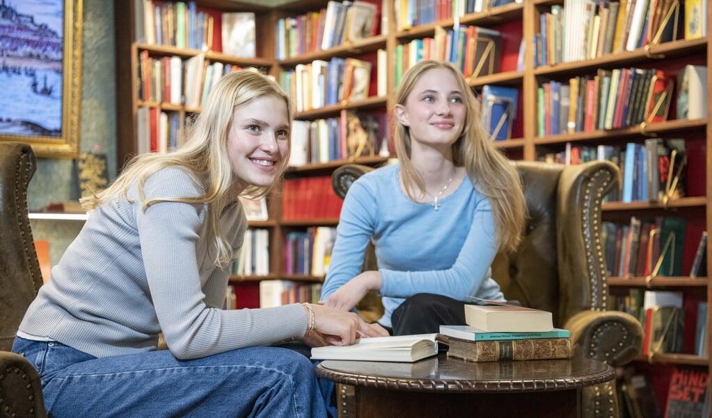 Mathilde og Freja Thorstensen har allerede læret en del tysk. Men man kan da altid bliver bedre til det.  (Kira Kutscher)