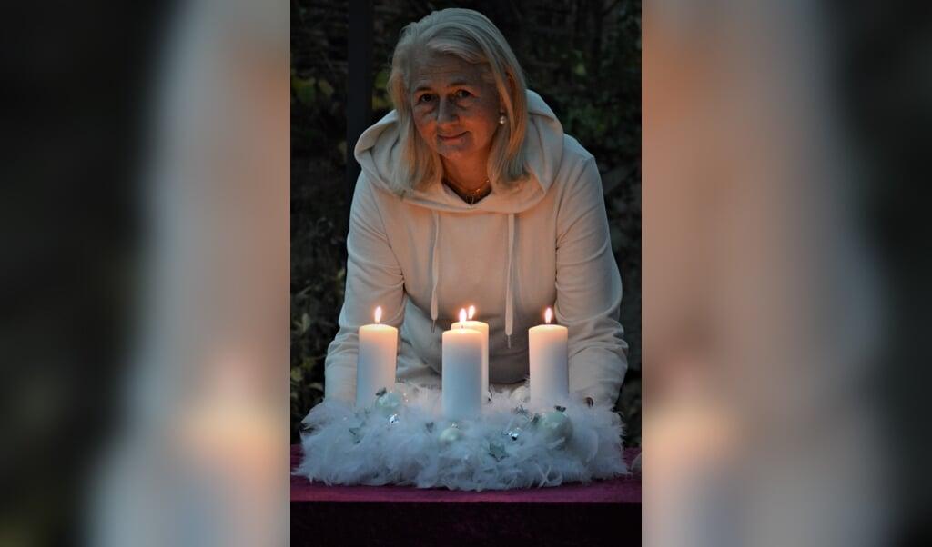"""Natascha Ugrinsky-Johannsen: """"Federn haben so etwas Himmlisches""""   (Angela Jensen)"""