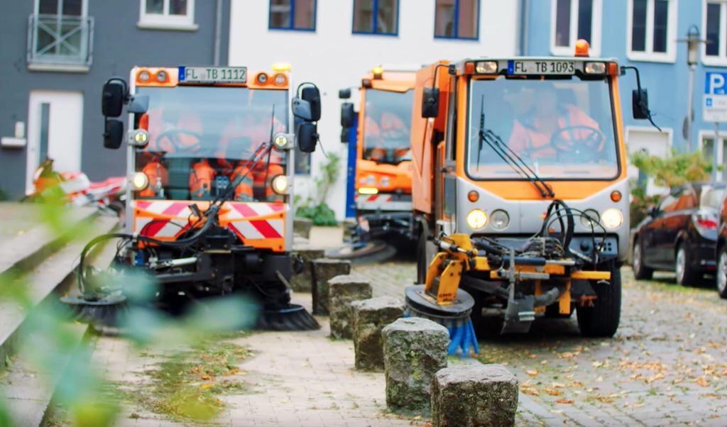 TBZ, som har omkring 300 køretøjer, er blandt andet ansvarlig for rengøring af veje.  TBZ Flensburg  (TBZ)