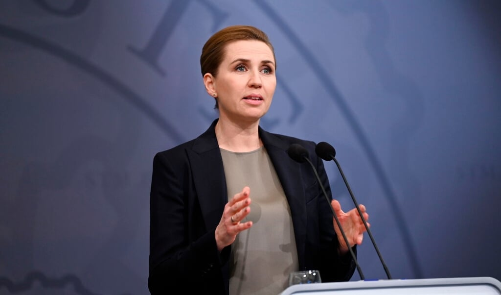 Statsminister Mette Frederiksen meddeler under et pressemøde, at restriktioner, der skulle udløbe 3. januar, forlænges til og med 17. januar.   ( Philip Davali/Ritzau Scanpix)